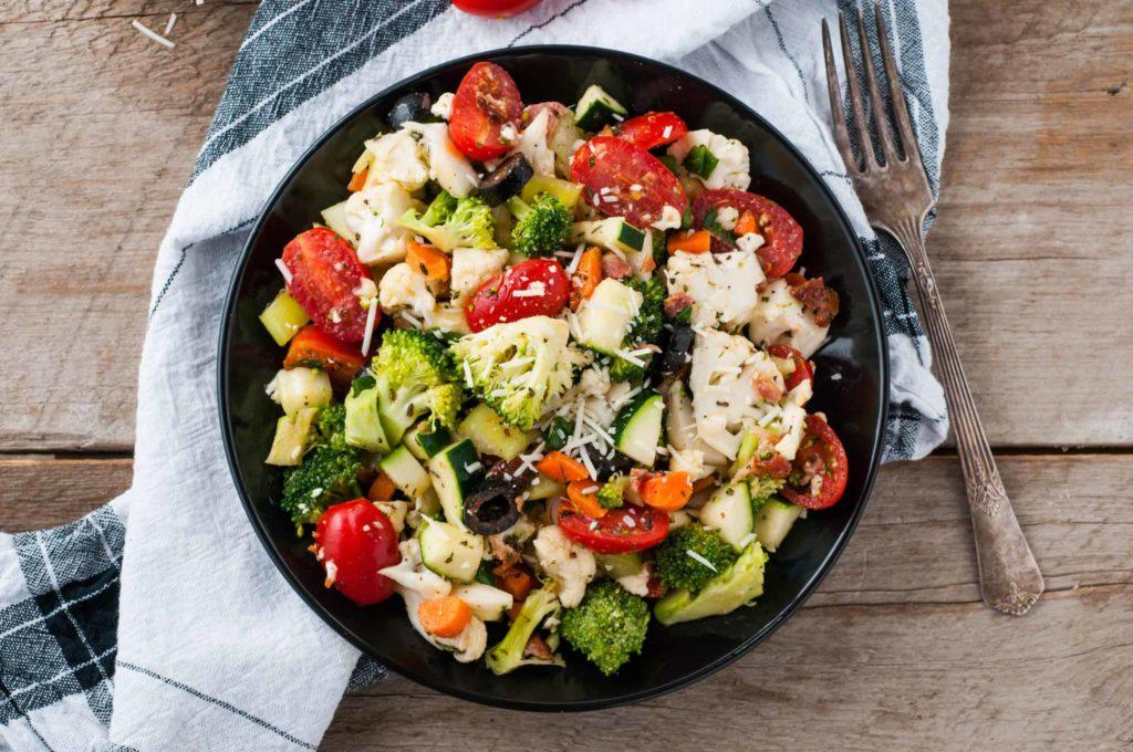 Салат з цвітної капусти | Рецепти з помідорів, курки, кукурудзи, моркви