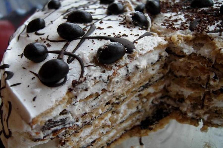 Шоколадний торт з виноградом