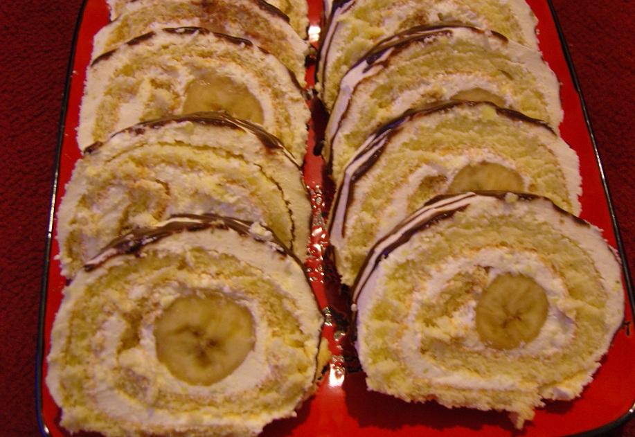 Бісквітний рулет з бананом