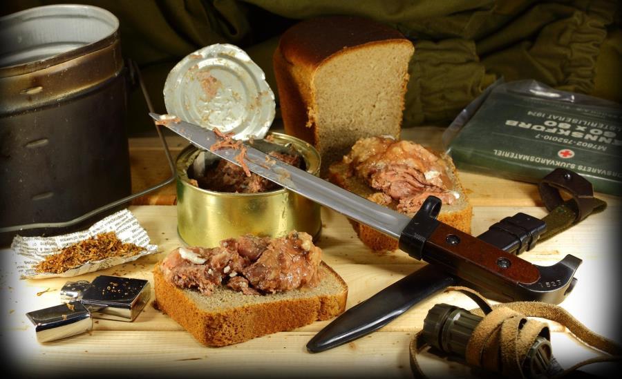 «Шрапнель», «кирза» і «дріб 16», або Чим годує солдатська кухня