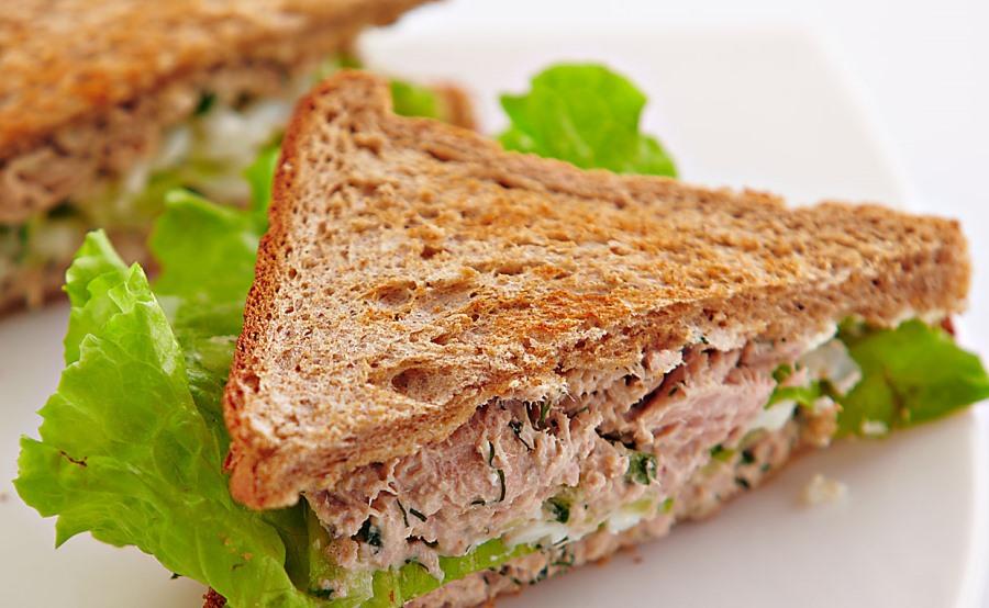 Гарячі бутерброди з тунцем на сковороді