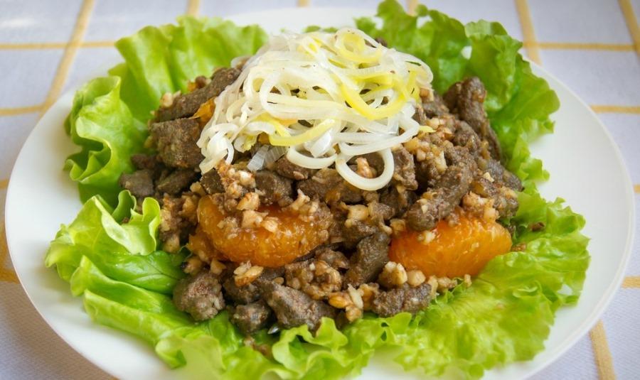 Печінковий салат з мандаринами