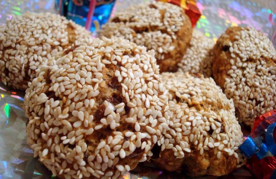 Пісочне печиво з родзинками та кунжутом