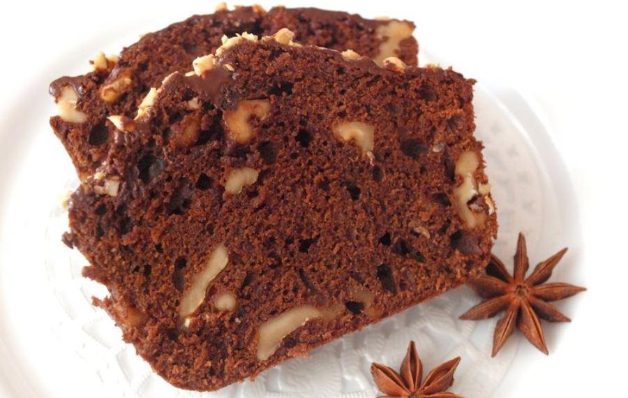 Шоколадно-медовий манник з родзинками та горіхами