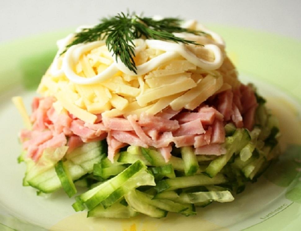 Салат з огірків і шинки «Блаженство»