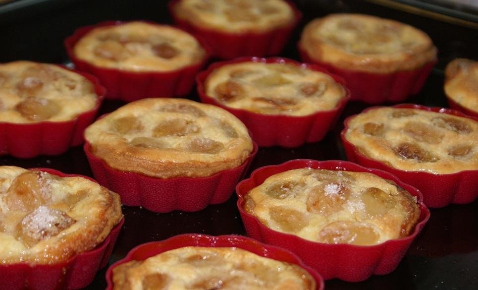 Сирні кошики з виноградом і кремом