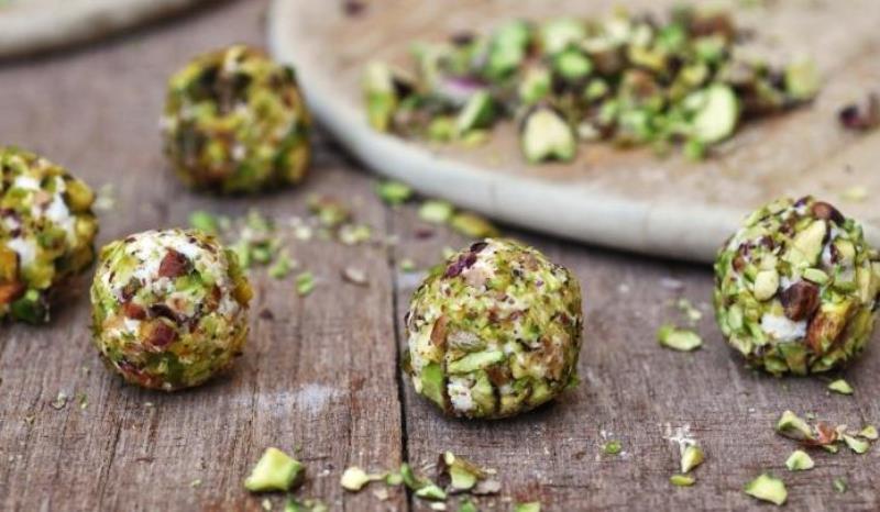 Сирні кульки з оливками