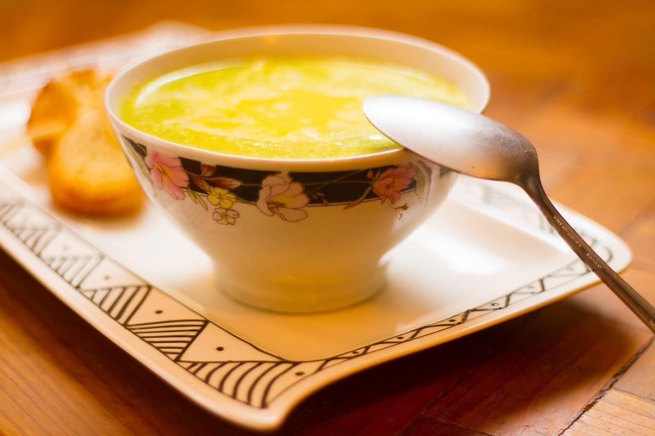 Синий суп з перцем і куркою