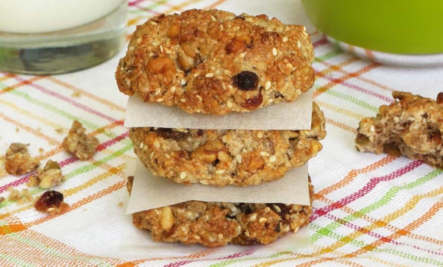 Домашнє вівсяне печиво з халвою та горішками