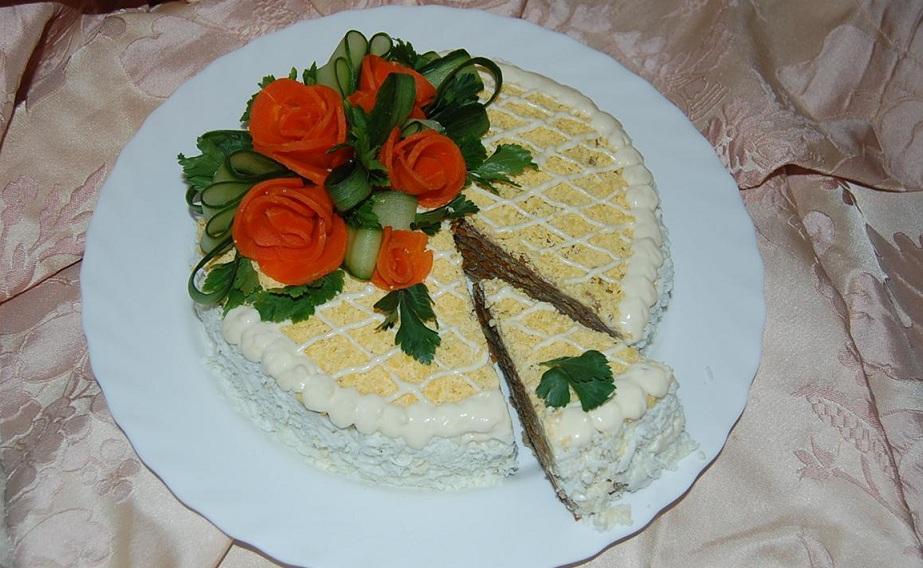 Закусочний м'ясний торт