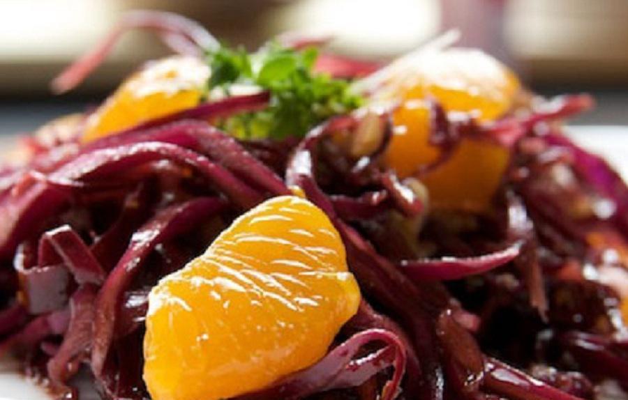 Буряковий салат з апельсином та оливками