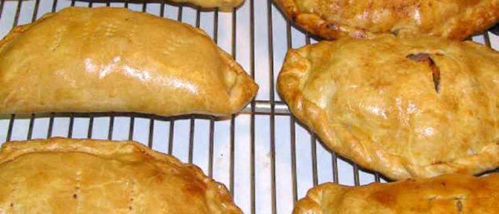 Як замісити тісто на чебуреки | Рецепт приготування у духовці
