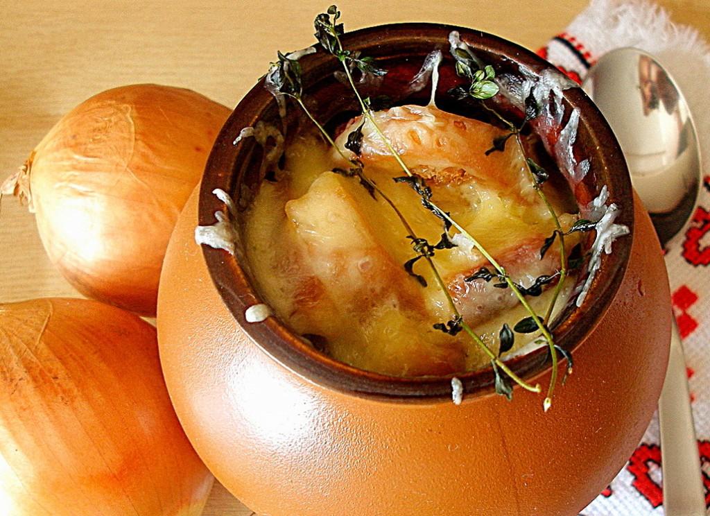 Французький цибулевий суп у горщиках