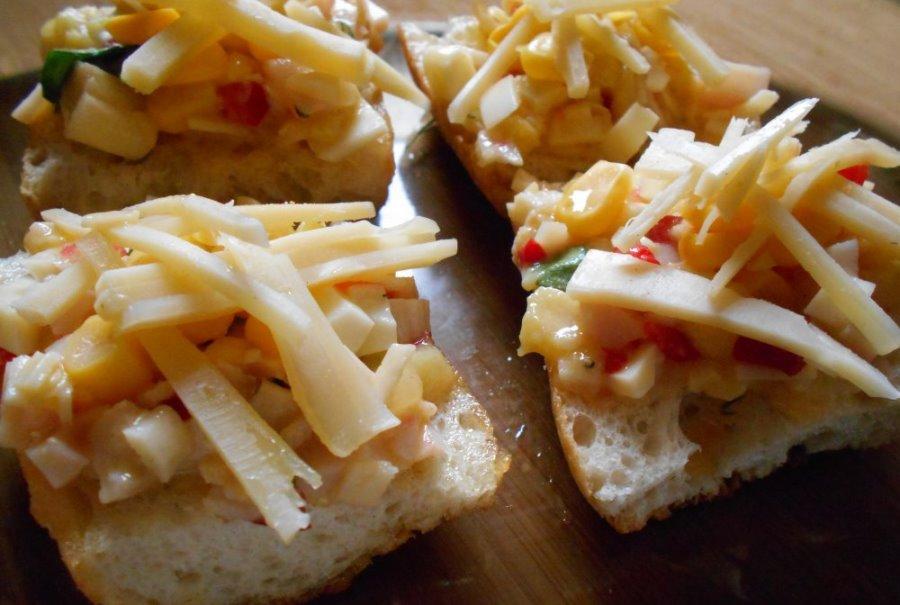 Гарячі бутерброди з крабовими паличками