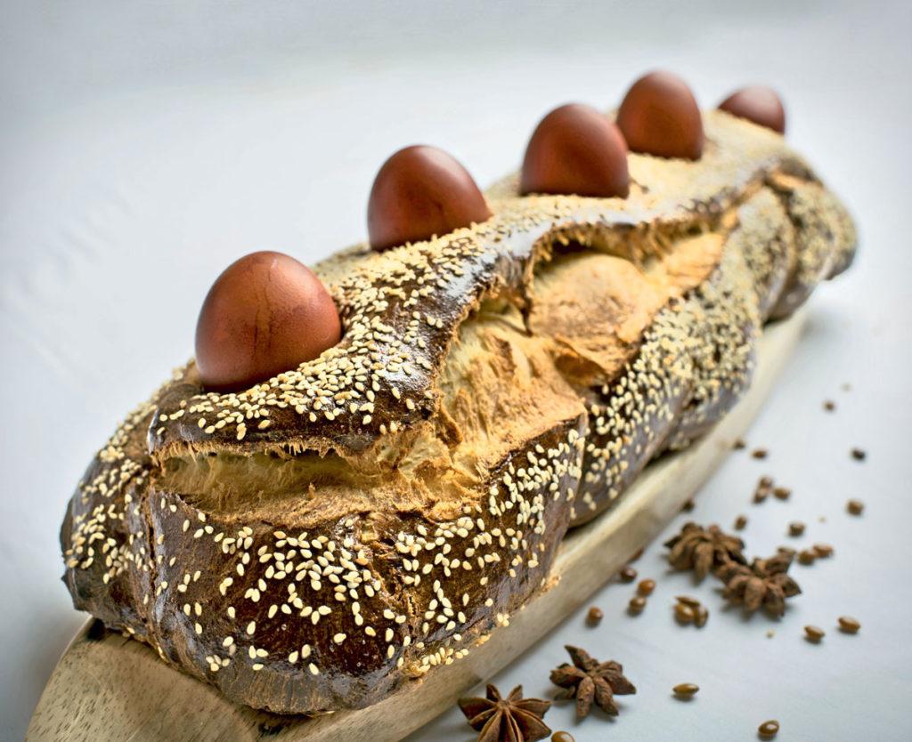 Грецький великодній хліб