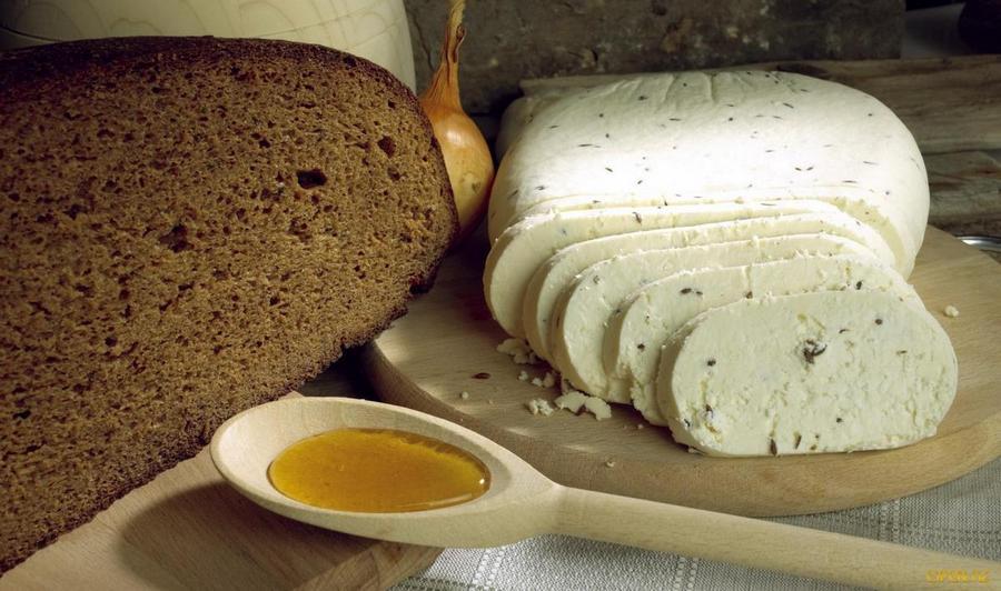 Твердий козячий сир в домашніх умовах