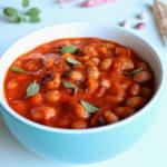 Квасоля тушкована в томатному соусі