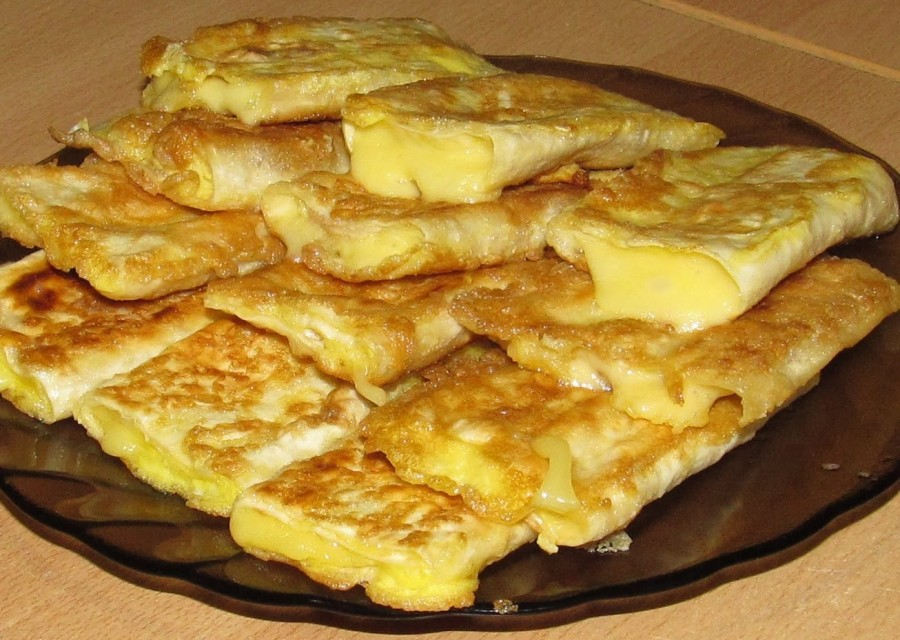 Лаваш з сиром у яйці
