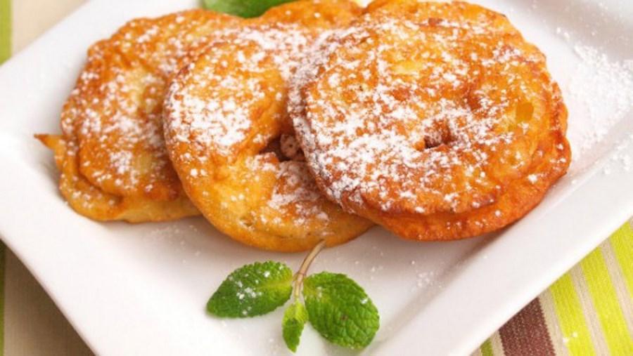 Яблука в тісті | Рецепт приготування смажених яблук в тісті