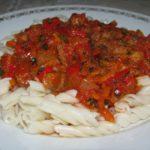 Підлива для макаронів з м'ясом та помідорами
