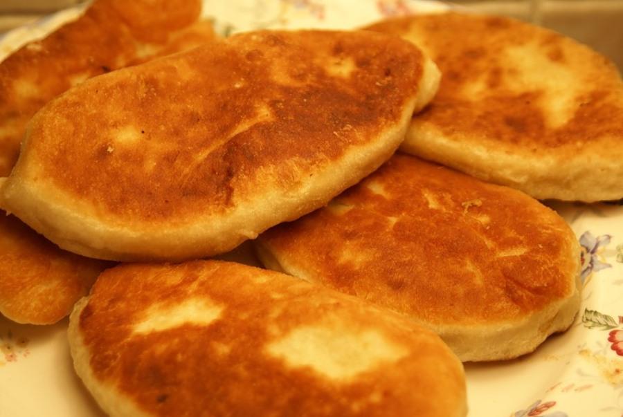 Пиріжки сирні з яблуками
