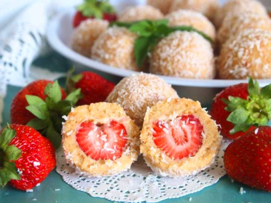 Десерт «Рафаелло» з полуницею