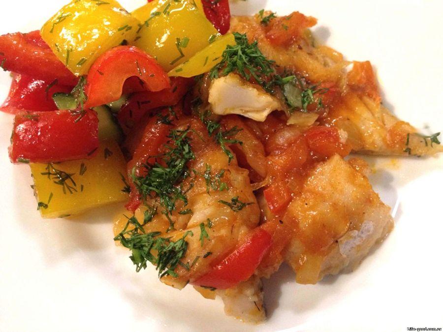 Рибне філе, тушковане з овочами