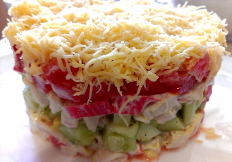 Салат крабово-овочевий з яйцями та сиром