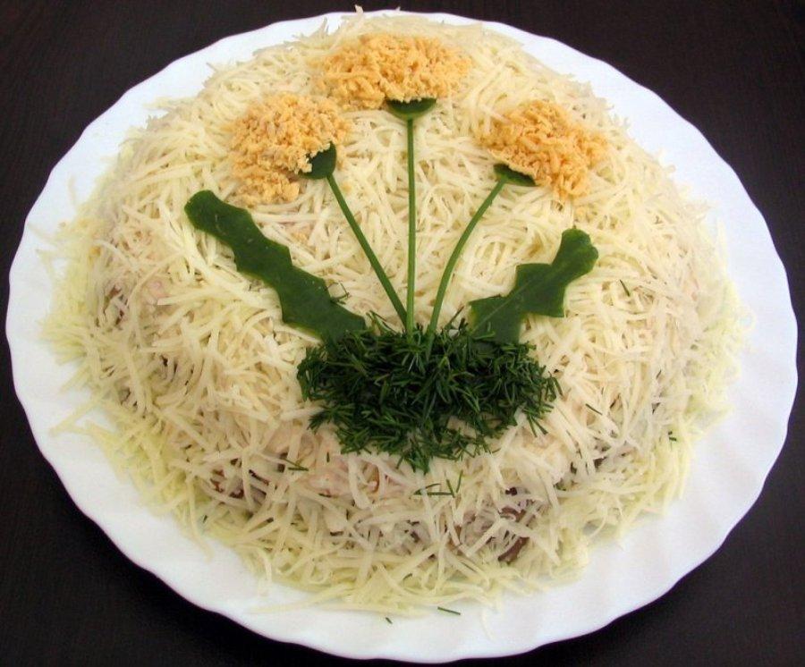 Салат з курятини та грибів «Кульбабка»