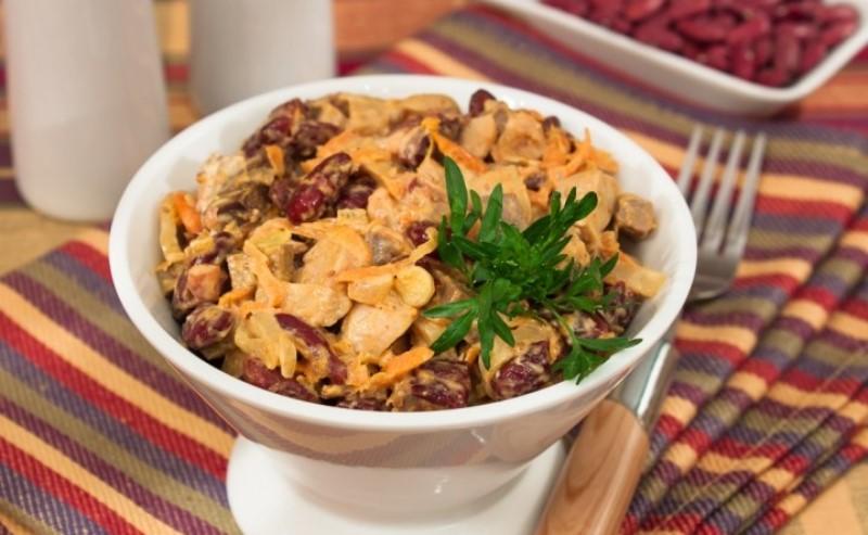 Салат з квасолею та грибами «Осінній марафон»