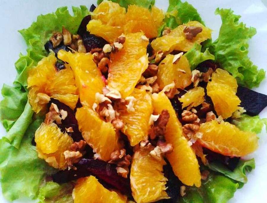 Салат з пекінської капусти, буряка і апельсина