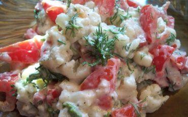 salat-z-tsvitnoyi-kapusti-i-pomidoriv