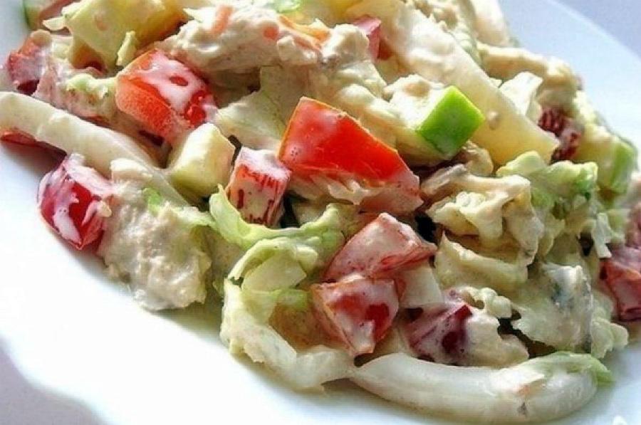 Салат з пекінської капусти і кальмарів