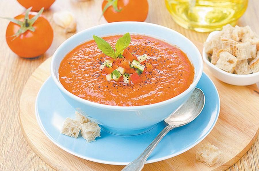 Холодний томатний суп гаспачо із сухариками