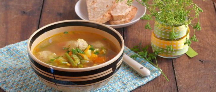 Овочевий суп з фрикадельками з кунжутом