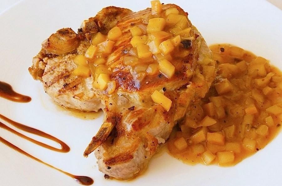 Свиняча корейка під яблучним соусом від Рейчел Рей