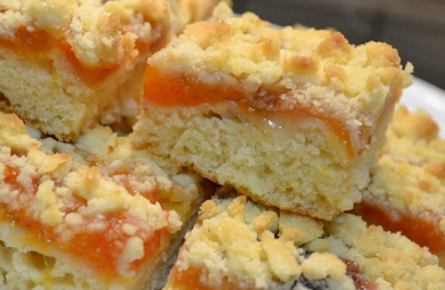 Тертий абрикосовий пиріг