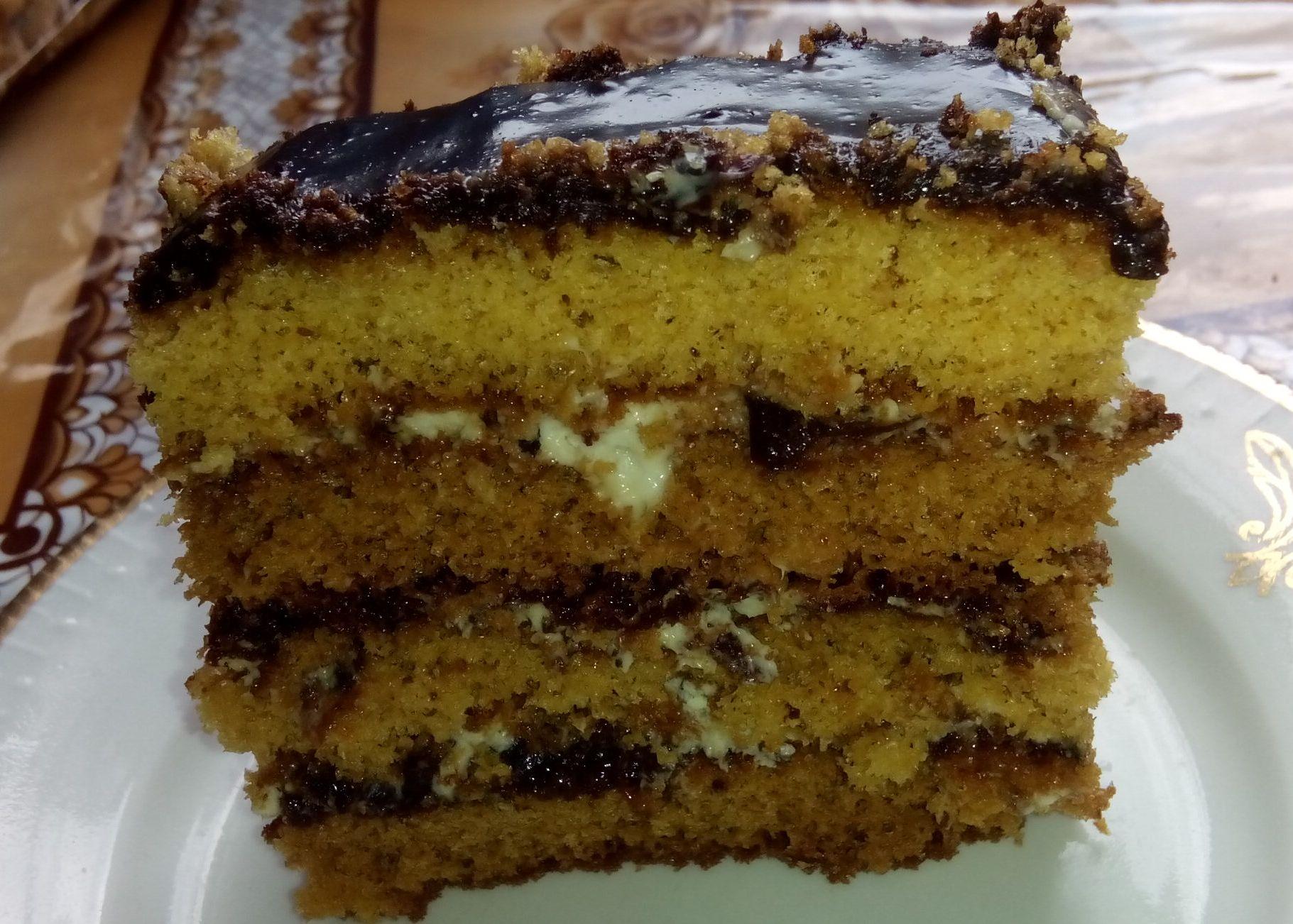 Торт медовий з чорносливом