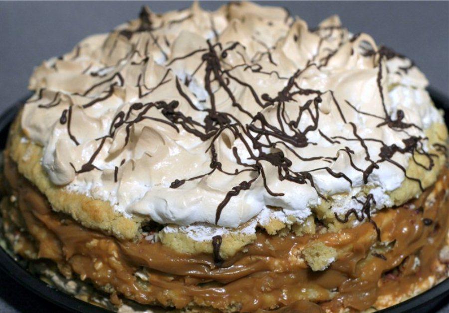 Торт з горіхами та згущеним молоком «Повітряний снікерс»
