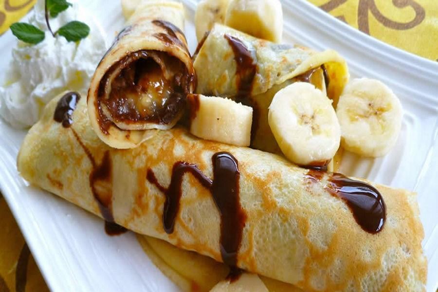 Налисники з бананами і шоколадною глазур'ю