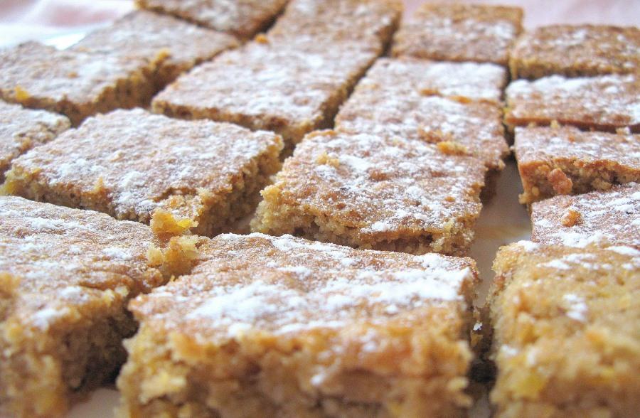 Яблучно-вівсяний пиріг без борошна