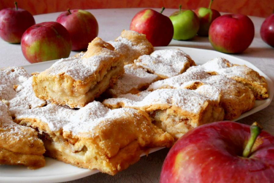 Яблучний пиріг | Рецепт домашньої випічки на кефірі