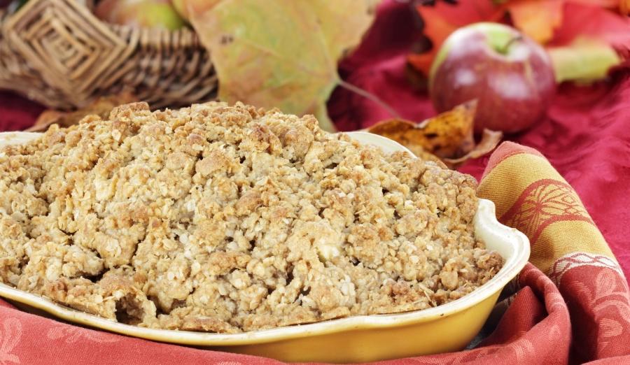 Яблучний розсипчастий пиріг із вівсянкою