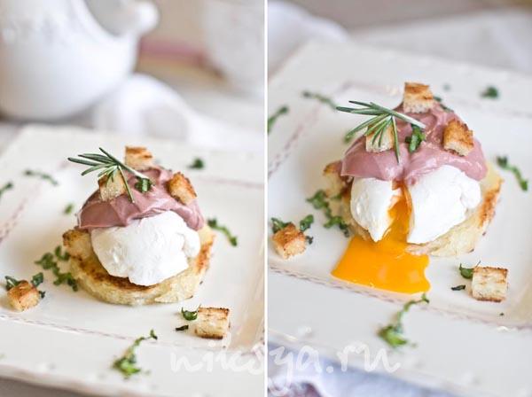 Яйця пашот під соусом божоле