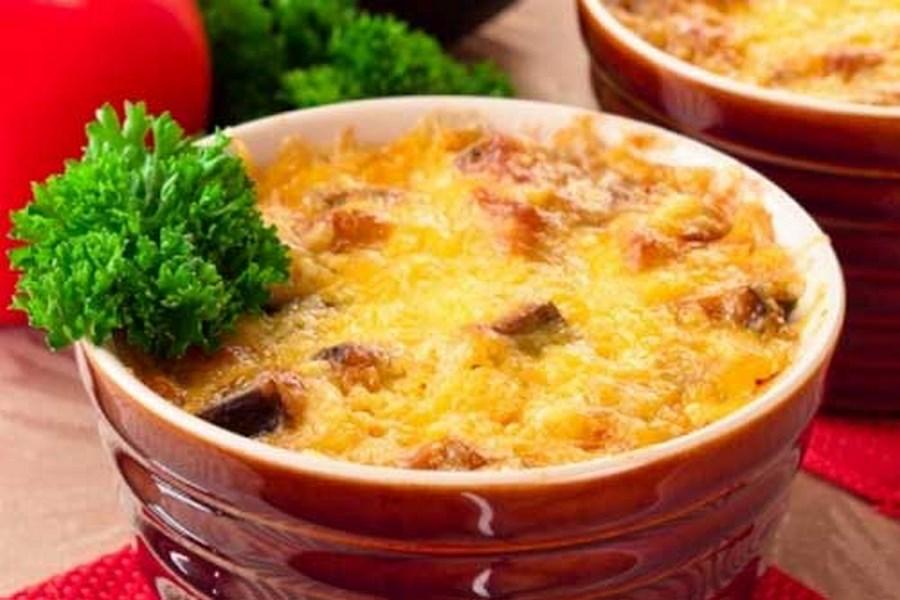 Запіканка з баклажанами і фаршем під соусом «Бешамель»