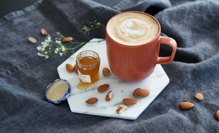 Кава з медом та корицею