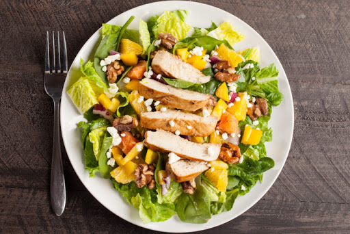 Екзотичний салат з куркою, апельсином та авокадо