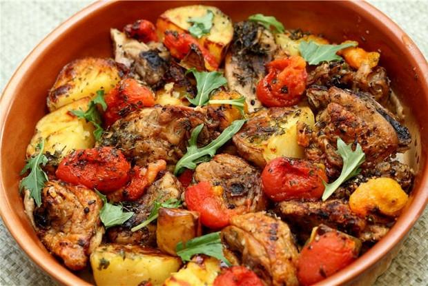 Курка з овочами в духовці