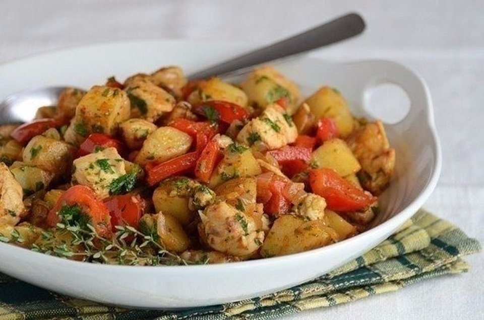 Печеня з індички з картоплею