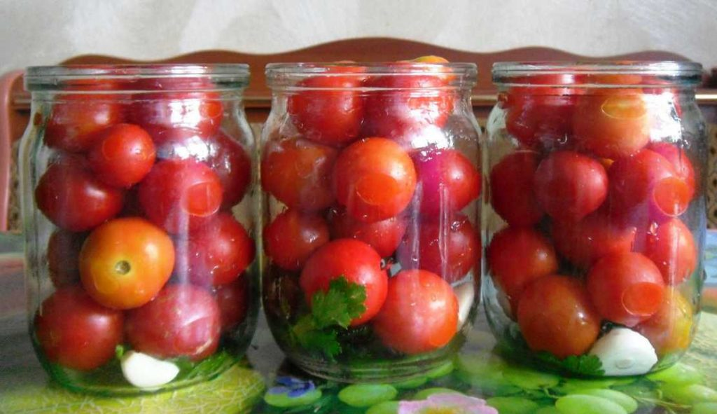 Консервовані помідори всуху на зиму